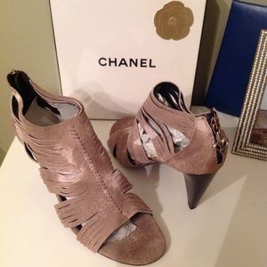 Donald J Pliner Thora Taupe Heel open toe Size 9.5